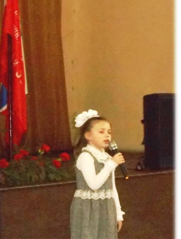 Поёт А. Харизанова